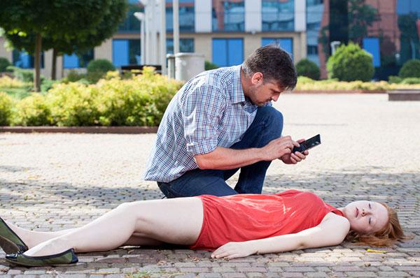 Cách xử lý khi gặp một người bị đột quỵ/ tai biến mạch máu não 1